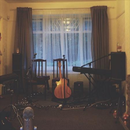rivers & robots living room worship